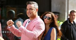Robbie Williams films new music video