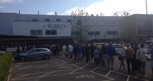 Real Madrid queue Bournemouth
