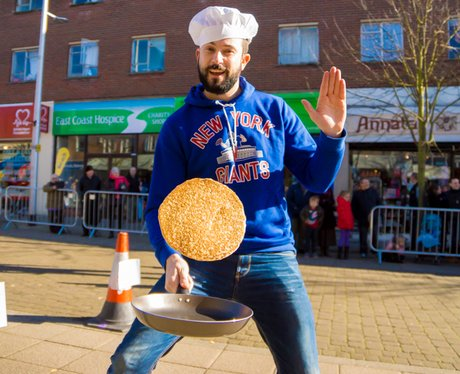 Lowestof Pancake Race 2015