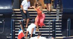 Mariah Carey taks a fall